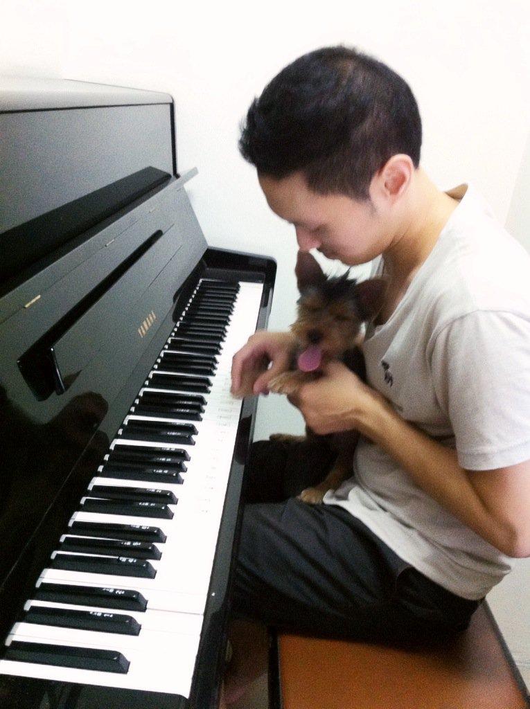 หัดเล่นเปียโนครับ