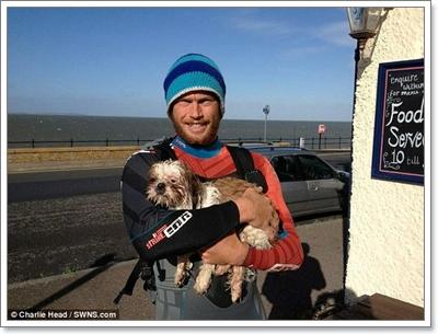 Dogilike.com :: รอดหวิด! นักพายเรือช่วยตูบติดโขดหินกลางน้ำ