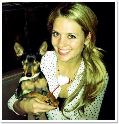 Dogilike.com :: Wally สุนัขจิ๋วตาบอด ผู้ได้รับโอกาสและความรักอีกครั้ง!