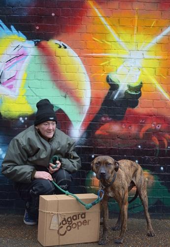 Dogilike.com :: เราจะไม่ทิ้งกัน! รวมภาพความผูกพันระหว่างคนไร้บ้านกับสุนัขคู่ใจในลอนดอน