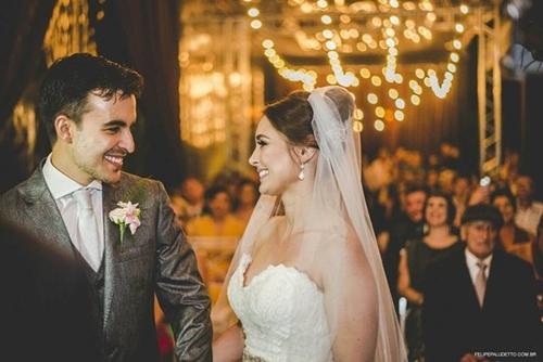 Dogilike.com :: ชวนยิ้ม! คู่รักบราซิลโดนตูบจรจัดป่วนงานแต่ง แต่พวกเขากลับทำแบบนี้