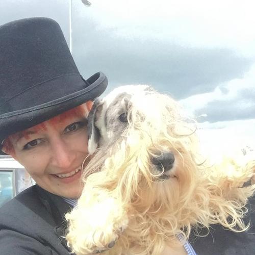 Dogilike.com :: สาวจดทะเบียนแต่งสุนัขเป็นสามี ลั่น 8 ปี หมาดีกว่าผู้ชาย