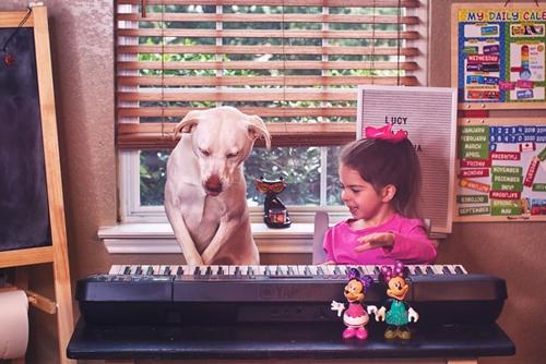 Dogilike.com :: คุณแม่รับสุนัขมาเลี้ยง และวันนี้มันกลายเป็นเพื่อนแท้ของลูกสาว !