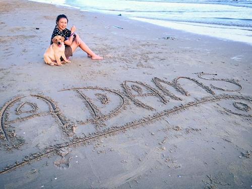 Dogilike.com :: 2 น้องหมาไทยดังไกลทั่วโลก ! หลังตัวหนึ่งชอบหนีออกจากบ้านไปกอดสุนัขเพื่อนบ้าน