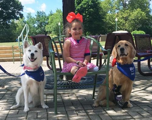Dogilike.com :: เพราะเราเหมือนกัน! เรื่องราวของหนูน้อยที่มีน้องหมาบำบัดช่วยเติมเต็มกำลังใจ