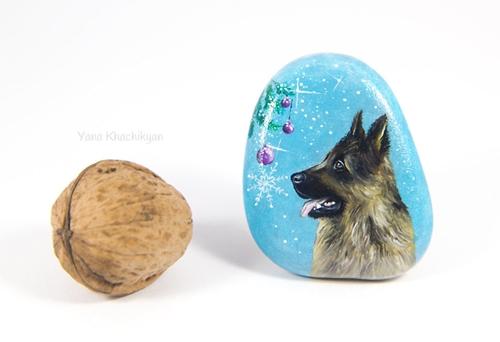 Dogilike.com :: ศิลปะบนก้อนหิน! สาวผู้รักสัตว์เผยผลงานวาดภาพรับปีจอ