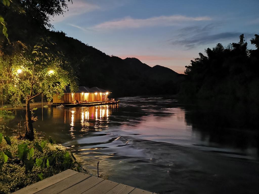 Dogilike.com :: ล่องแพที่จ.กาญจนบุรี กับร้านอาหาร ที่พัก ที่เที่ยวพาตูบเข้าได้ !!