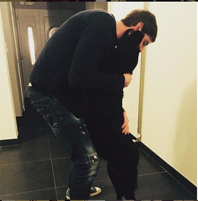 Dogilike.com :: สุดเศร้า ... นักเตะดังเครื่องบินตก น้องสาวโพสต์ภาพ หมานั่งเฝ้ารอเจ้านายกลับบ้าน