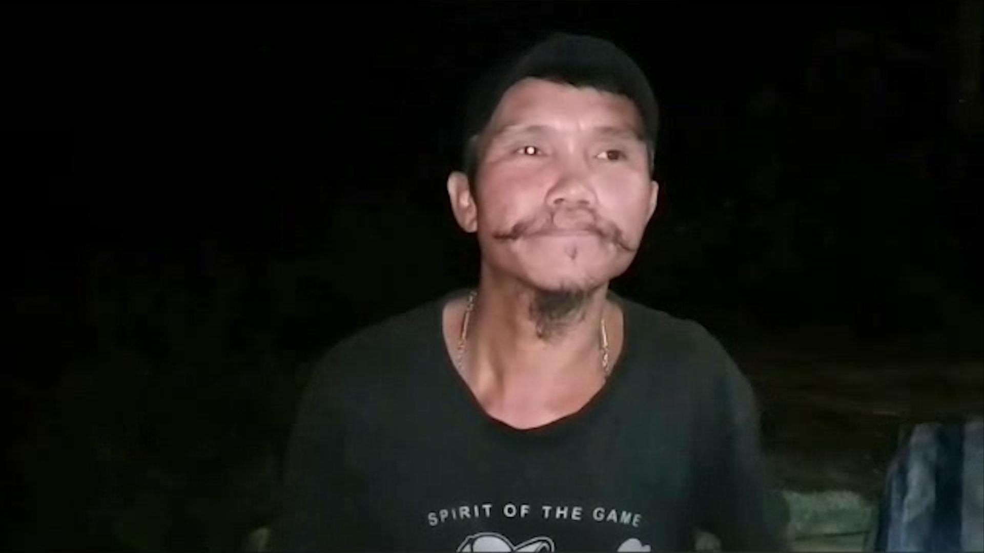 Dogilike.com :: สุดซึ้ง หนุ่มวัย 40 เดินเท้าพร้อมเถ้ากระดูกคนรักและน้องหมา 3 ตัว ออกเดินทางทั่วไทย