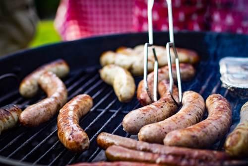 Dogilike.com :: จัดอันดับ 5 อาหารยอดฮิตที่คนชอบให้ แต่ไม่ดีกับน้องหมา !