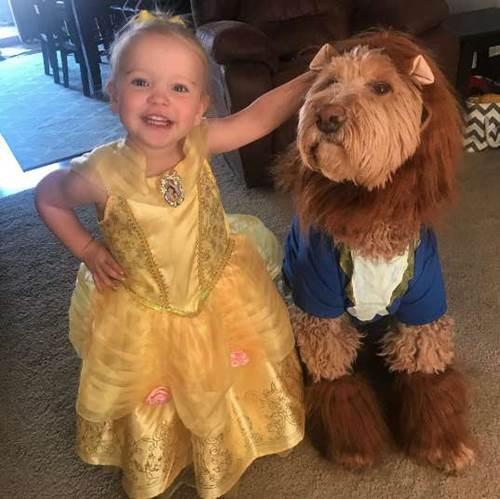 Dogilike.com :: น่ารักสุด! หนูน้อยเต้นรำกับตูบ ตามการ์ตูนเรื่องโปรด Beauty And The Beast
