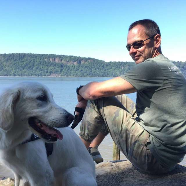 Dogilike.com :: ฮีโร! หนุ่มกับตูบคู่ใจลุยทะเลสาบน้ำแข็งช่วย 2 สุนัขตกน้ำ