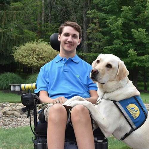 Dogilike.com :: น่ารัก! หนุ่มพาสุนัขช่วยเหลือไปเลือกของขวัญวันเกิดด้วยตัวเอง (คลิป)