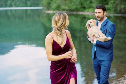 Dogilike.com :: หนุ่มคิดวิธีขอแฟนสาวแต่งงานและเขาใช้สิ่งนี้เป็นตัวช่วย !