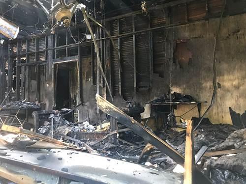 Dogilike.com :: ตูบฮีโร! สละชีวิตในบ้านไฟไหม้ ก่อนตายเห่าปลุกเจ้าของให้วิ่งหนี
