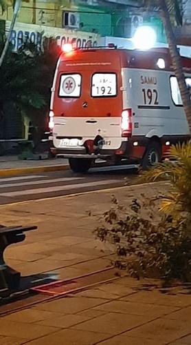Dogilike.com :: คลิปตูบซื่อสัตย์แอบขึ้นรถพยาบาล นั่งเฝ้าหน้าโรงพยาบาลไม่ห่าง!