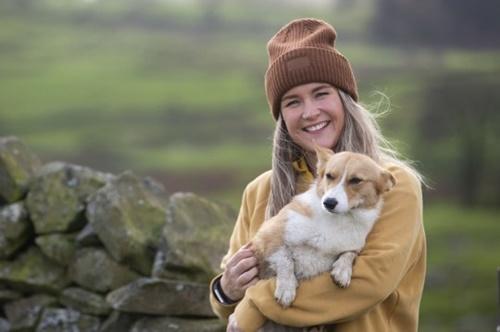 Dogilike.com :: ขาสั้นแล้วไง! รู้จัก Daphne คอร์กี้ต้อนแกะเพียงหนึ่งเดียวในอังกฤษ