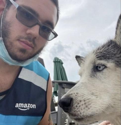 Dogilike.com :: หนุ่มส่งของฮีโร ช่วยชีวิตสุนัขสูงวัยจมน้ำรอดตายหวิด!