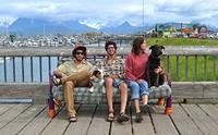 เจ๋งอ่ะ! 3 วัยรุ่นแบกโซฟาพร้อม 2 ตูบตะลอนถ่ายรูปทั่วอเมริกาเหนือ