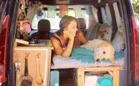 สาวซื้อรถตู้เก่ามาแต่งเป็นรถบ้าน ก่อนขับพาเจ้าตูบสุดรักออกเที่ยว !
