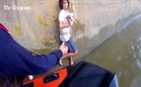 หนุ่มเมืองผู้ดี จิตใจงาม กระโดดไปช่วยสุนัขตกน้ำในแม่น้ำเทมส์