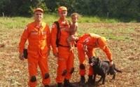 สุนัขฮีโรนำทางทีมกู้ภัยช่วยหนูน้อยวัย 11 เดือนเดินหลงเข้าป่าทึบ !