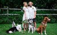 คู่รักติดกล้อง GoPro ให้น้องหมาบันทึกภาพหวานในงานแต่ง