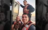 รอดหวิด! ยามชายฝั่งสหรัฐฯ เจอหมาลอยคอในน้ำช่วยชีวิตได้ทัน
